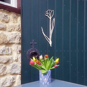 Wanddecoratie tulp met tulpen in vrolijk papieren vaasje