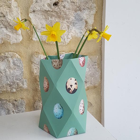 papieren vaasje voor het voorjaar groen